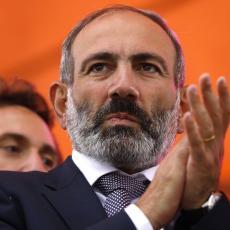 Oglasio se jermenski premijer nakon istorijske odluke Francuske da prizna nezavisnost Arcaha! (FOTO)