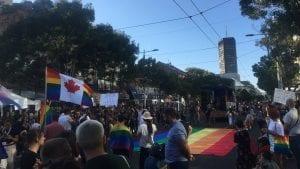 Oko 2.000 ljudi bilo na Prajdu u Beogradu, građani se žalili da im policija nije dozvolila da uđu