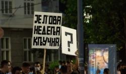 Okupljeni gradjani ispred Narodne skupštine traže ostavke i hapšenje Vučića