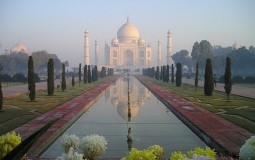 Oluje oštetile Tadž Mahal