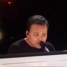 On je slep i autističan - kada je seo za klavir i pustio glas, potekle su SUZE u publici! (VIDEO)