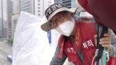 On protestuje protiv Samsunga - živeći na semaforskom tornju od 20 metara