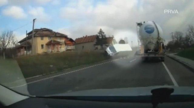 Opasnost na srpskim putevima vreba sa svih strana VIDEO