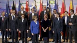Opcije Merkelove i Makrona garantuju nastavak dijaloga