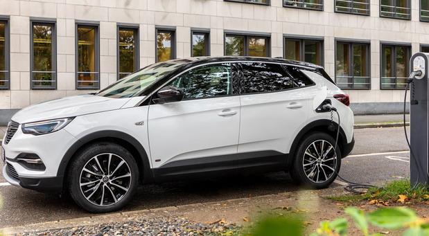 Opel Grandland X Plug-in-Hybrid i sa prednjim pogonom