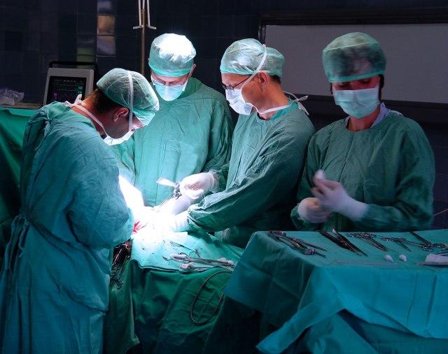 Operacija na srcu bez reza i anestezije: Šta je TAVI procedura koja se radi i u Srbiji?