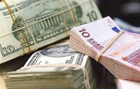 Oporavak dionica pritisnuo dolar
