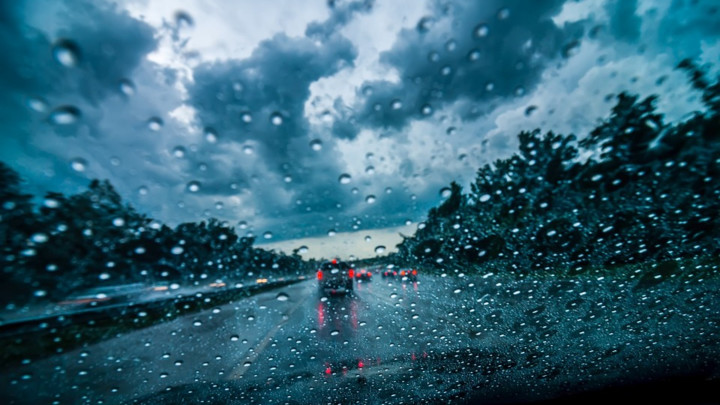 Oprez zbog kiše i vetra, teretnjaci na granicama čekaju satima