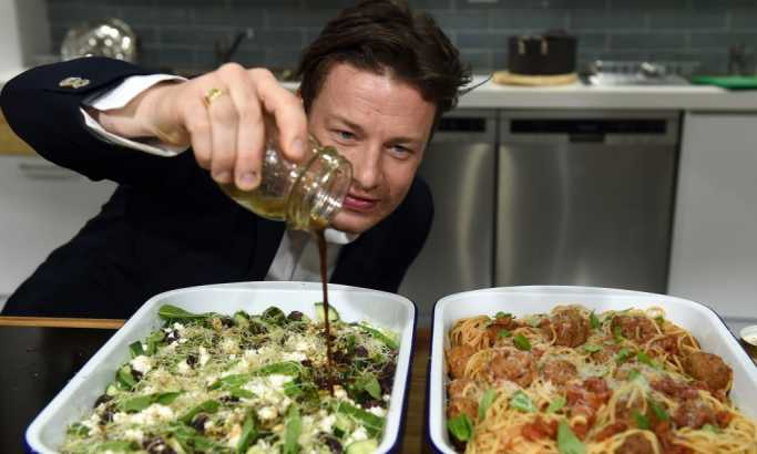 Organizujte frižider po savetima Džejmija Olivera i nećete bacati hranu