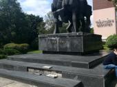 Oskrnavljen spomenik oslobodiocima iz Drugog svetskog rata