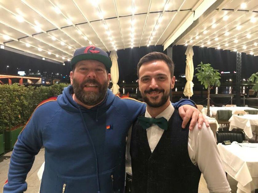 Osmeh se vratio u grad: Čuveni komičar u poseti Beogradu i restoranu Supreme Steak