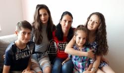 Osmočlana porodica iz Niša: Ljudi nas osudjuju zbog puno dece, ali mi smo srećni
