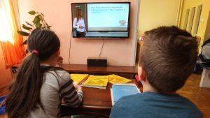 Osnovci i srednjoškolci u Paraćinu od danas prelaze na onlajn nastavu