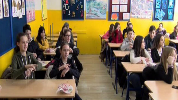 Rezultat slika za Osnovci u Novom Pazaru uče znakovni jezik