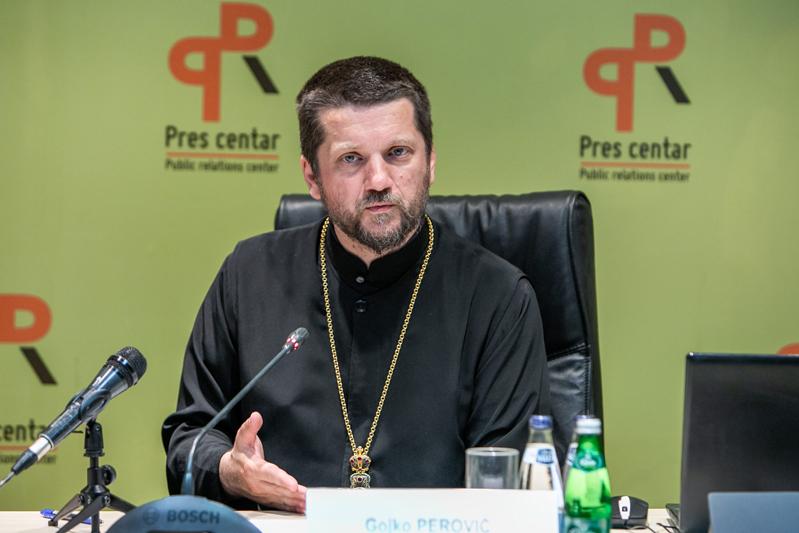 Otac Gojko Perović: Vlast htjela da priča o uređenju Crkve, data nepristojna ponuda