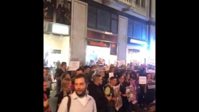 Otac bolesnog dečaka zamolio opoziciju da ne ometa promociju; Tuča ispred galerije VIDEO