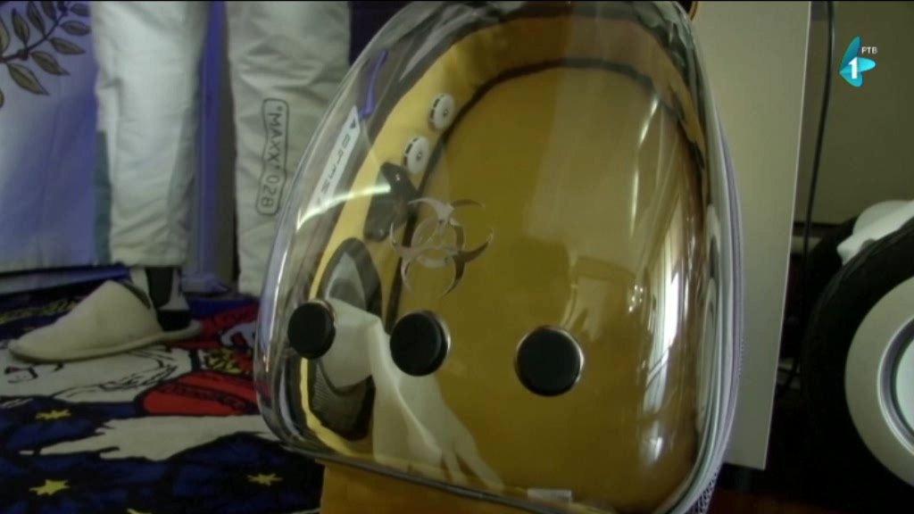Otac napravio kapsulu-nosiljku da bi zaštitio dete od korone