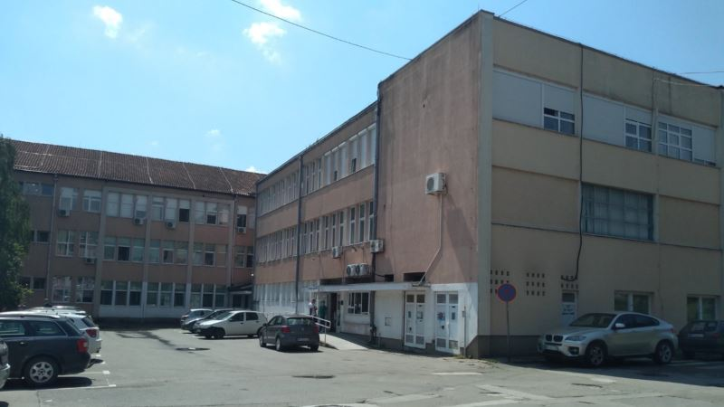 Otac tvrdi da je on tražio da se devojčici infuzija da ispred bolnice u Novom Pazaru