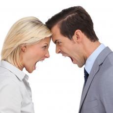 Otišla je na sastanak sa tipom pa POBESNELA kada je videla ODRAZ U NJEGOVIM NAOČARIMA
