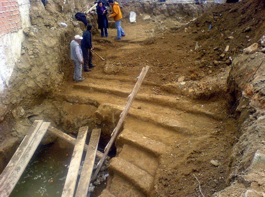 Otkrivena 2.000 godina stara mermerna glava cara Avgusta