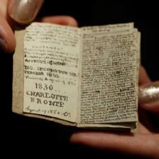 Ova malena knjiga, veličine šibice, prodata je za 660.000 dolara! (FOTO)