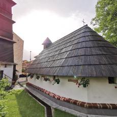 Ova nestvarna crkva se nalazi u srcu Užica: Prekrivena je ćilimima, a unutrašnjost će vas ostaviti bez daha (FOTO)