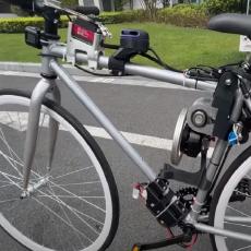 """Ovaj bicikl će vam ZALUDETI mozak: Sam balansira i """"krstari"""" gradom, ne treba mu vozač (VIDEO)"""
