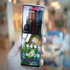 Ovaj moćni telefon je nešto NAJBLIŽE FOTOAPARATU do sada! Ima čak i poklopac za objektiv (VIDEO)