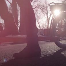 Ovaj neobični bicikl vam omogućava da se vozite i da džogirate u isto vreme (VIDEO)