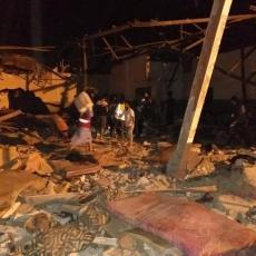 Ovako je poginulo 40 ljudi! Objаvljen SNIMAK BOMBARDOVANJA migrаntskog kаmpа u Tripoliju (VIDEO)