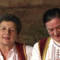 Ove bake iz Dragačeva nisu ni znale šta je viber, a sada je njihova priča o tome oduševila Srbiju