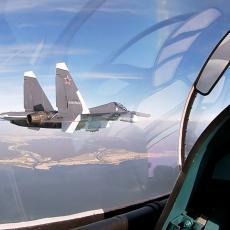 PA GDE STE VI POŠLI: Ruski suhoj presreo američke špijunske avione nad Crnim morem