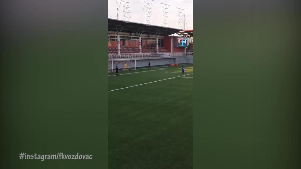 PA, OVO JE TOTALNI HIT! Golman Voždovca odbranio penal, krenuo da slavi, a onda se dogodilo nešto NEMOGUĆE! Ceo stadion je plakao OD SMEHA! (VIDEO)