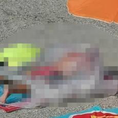 PA OVO NEMA NIGDE: Čoveka gledala cela PLAŽA, nesvakidašnje sunčanje skrenulo pažnju prisutnih (FOTO)