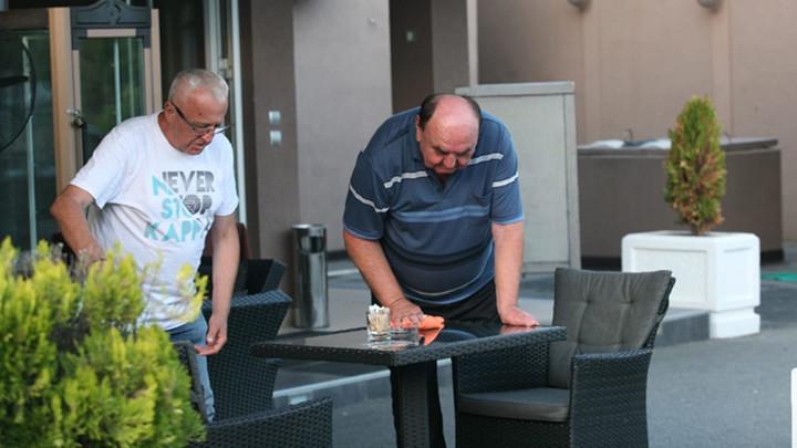 PADANJE OD SMEHA! Drljača došao kod Ere Ojdanića u goste, ovaj ga zaposlio da pere stolove! HIT VIDEO!