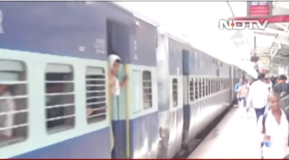 PAKLENE VRUĆINE KOBNE ZA PUTNIKE: U neklimatizovanom vozu umrla 4 Indijca (VIDEO)
