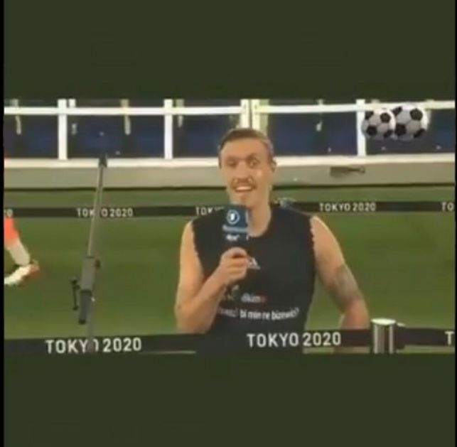 PALA PROSIDBA NA IGRAMA U TOKIJU! Nemački fudbaler klekao pred kamerama i pitao devojku da se uda za njega VIDEO