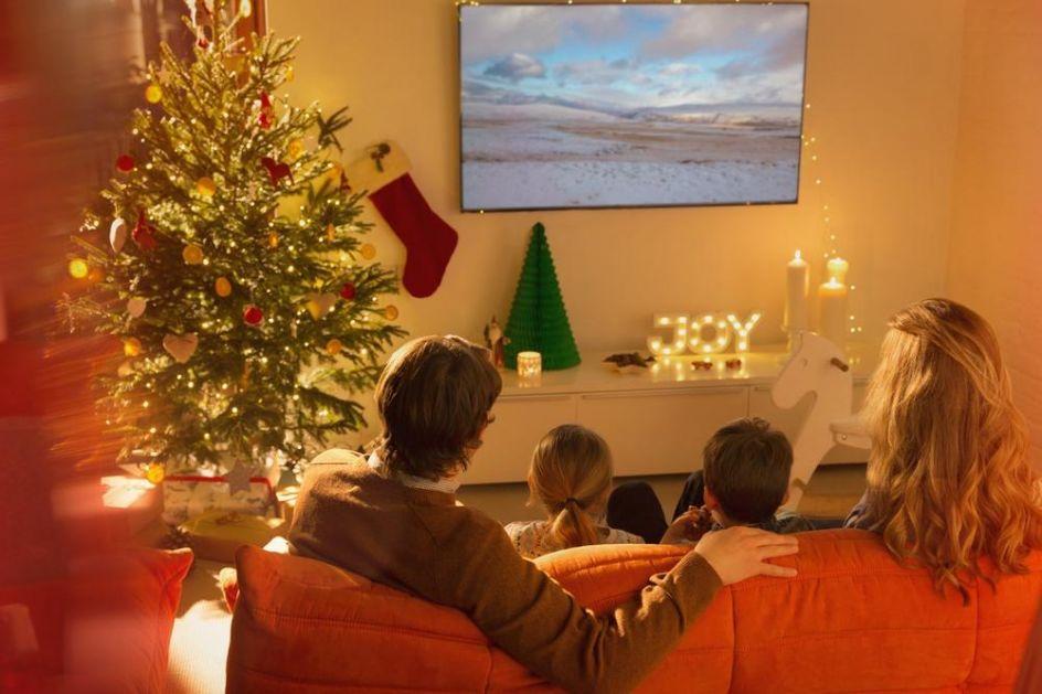 PANDEMIJA U VREME PRAZNIKA: Velika božićna okupljanja bi mogla da budu zabranjena u Velikoj Britaniji