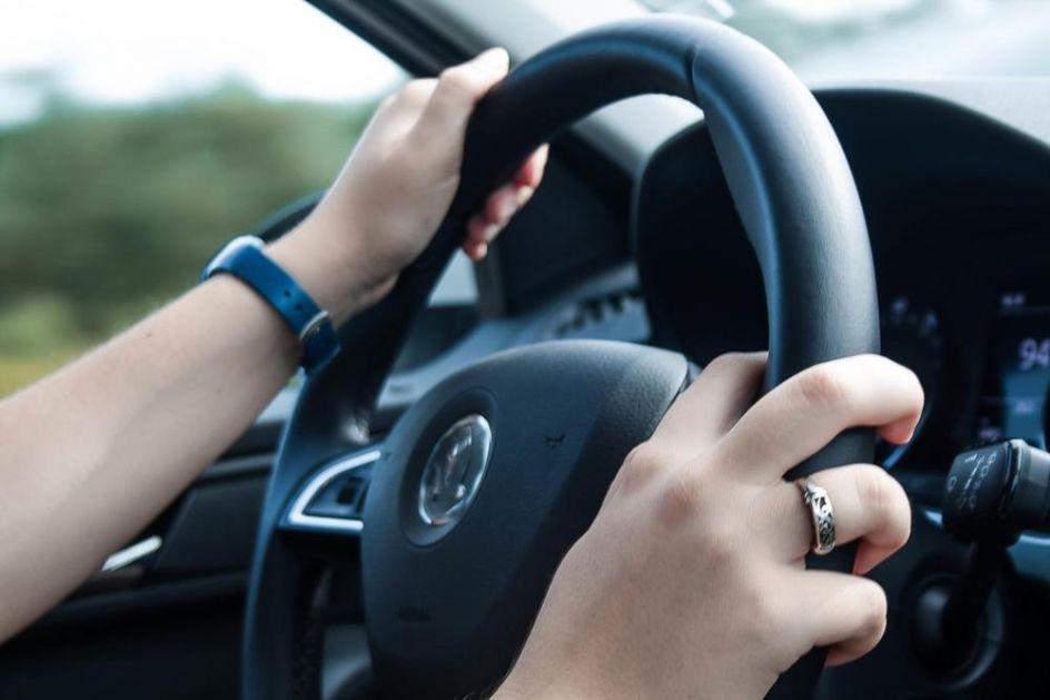 PANIKA SE ŠIRI AMERIKOM: Neko ženama ostavlja ISTU poruku na automobilima! Iz policije im poručuju da budu oprezne FOTO