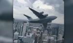 PANIKA U BRIZBEJNU: Avion ratnog vazduhoplovstva u niskom letu među neboderima, zaposleni prestrašeni (VIDEO)