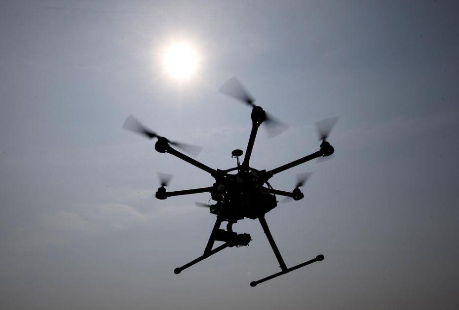 PANIKA U PRIŠTINI: Rusi puštaju dron sa zastavom Kosovo je Srbija na meču između tzv. Kosova i Crne Gore?