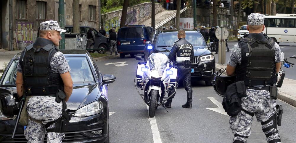 PANIKA U SARAJEVU! DOJAVA O BOMBI U TRŽNOM CENTRU: Policija izašla na lice mesta, posetiocima rečeno da odmah izađu