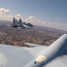 PANORAMA RUSIJE IZ PILOTSKE KABINE: Pogledajte majstoriju pilota na Paradi pobede, ali iz prvog lica (VIDEO)