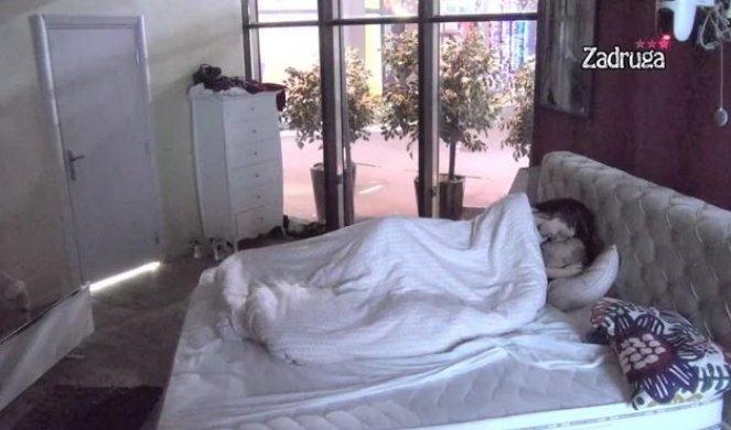PAO ORALNI SE*S?! Tara ŠOKIRALA sve zadrugare svojim priznanjem! (VIDEO)