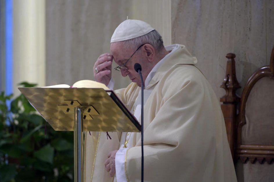 PAPA FRANJA NEMA KORONAVIRUS: Ponovo testiran jer je jedan od službenika Vatikana zaražen!