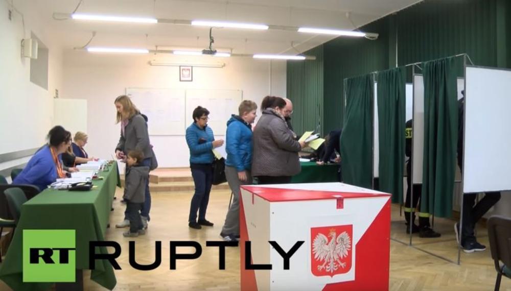 PARLAMENTARNI IZBORI U POLJSKOJ: Očekuje se ubedljiva pobeda partije Jaroslava Kačinjskog! Odnosi sa EU bi mogli da se pogoršaju! (VIDEO)