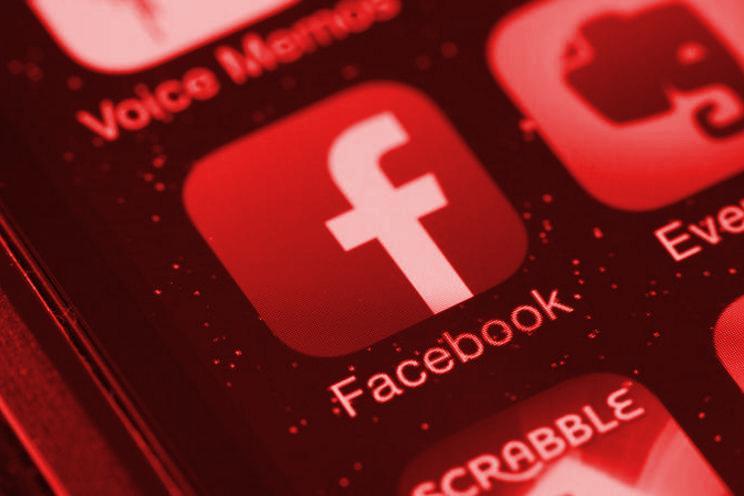 PAZITE NA KAMERU! Korisnici uočili zabrinjavajući problem sa Fejsbuk aplikacijom! (VIDEO)