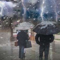 PAZITE SE, VREME JE IZUZETNO OPASNO! Narandžasti meteoalarm upaljen za gotovo celu Srbiju