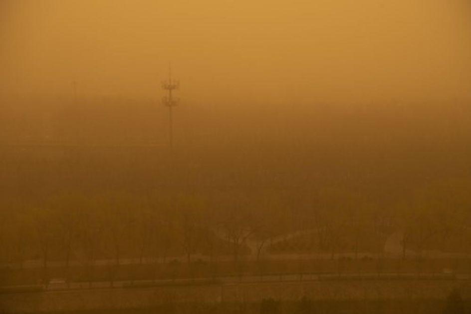PEKING PONOVO ŽUT: Još jedna peščana oluja pogodila grad, ništa se ne vidi od peska i prašine VIDEO