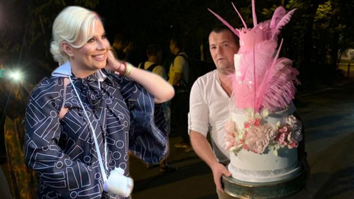 PERJE, CVEĆE I PINK KRUNA! Nećete verovati kako izgleda rođendanska torta Dee Đurđević! OSTAĆETE BEZ DAHA! (VIDEO)